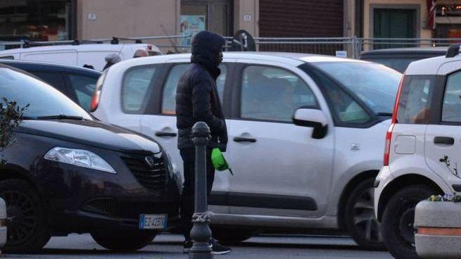 Un parcheggiatore abusivo (New Press Photo)