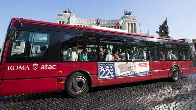 Un bus dell'Atac, foto generica (Imagoeconomica)
