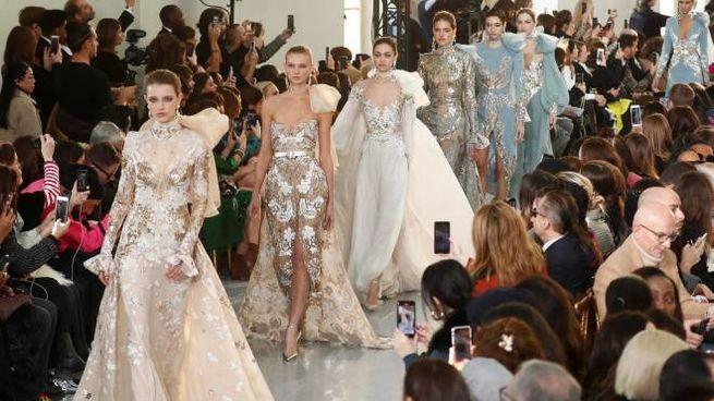 Eleganza orientale nei modelli del libanese Elie Saab (Ansa)