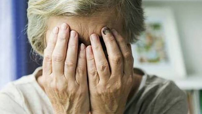 Un'anziana disperata