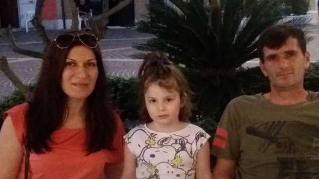 Pavlina Mitkova, 38 anni, Jennifer, 6 anni, e il papà della bambina Ali Krasniqi