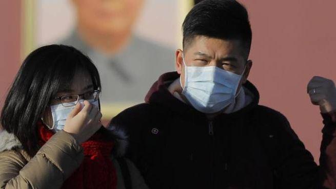 Cittadini cinesi con la mascherina