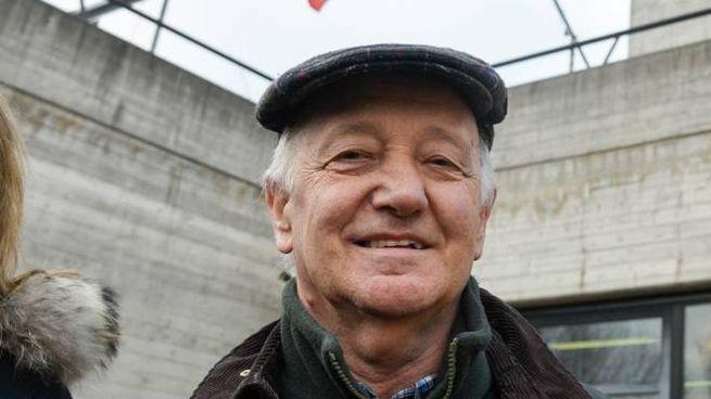Mario Cattaneo, 69 anni, sorride fuori dal tribunale di Lodi dopo l'assoluzione