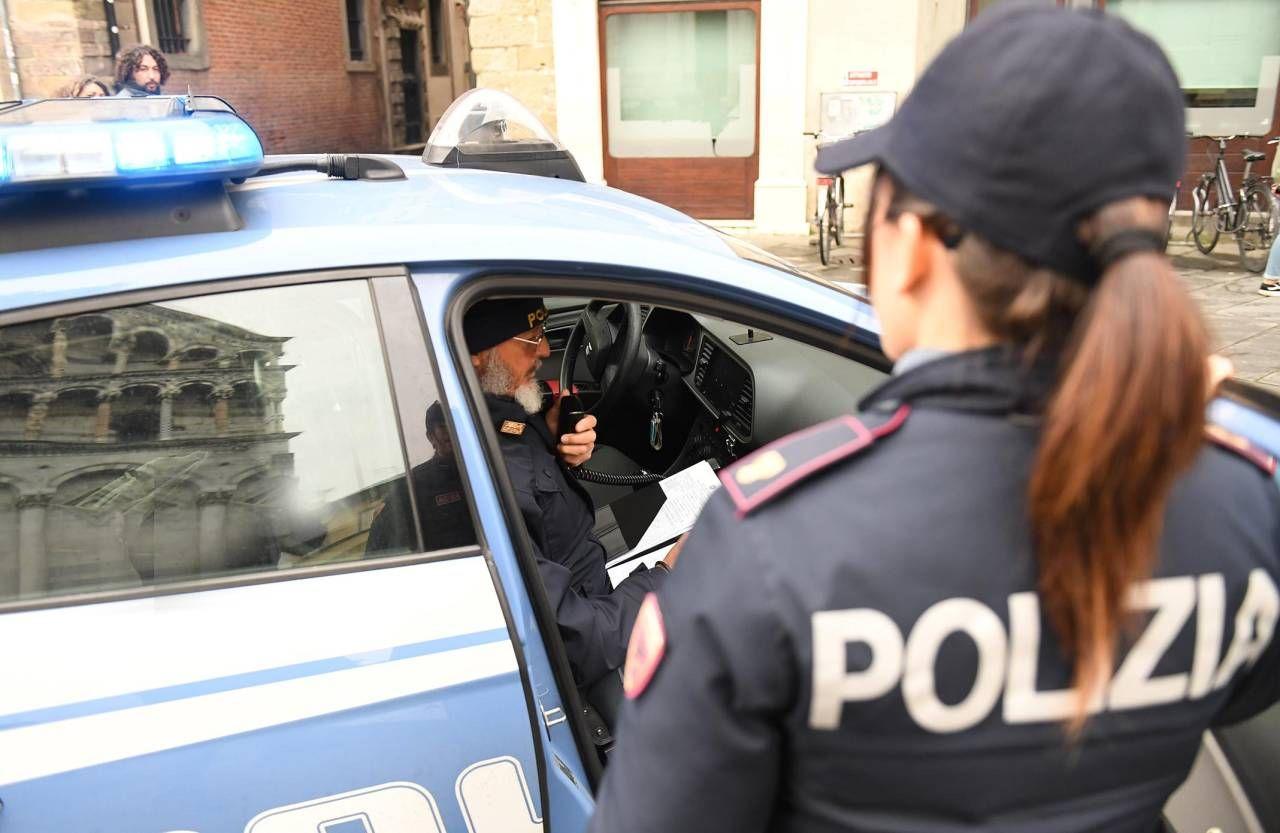 Sul posto sono intervenuti gli agenti della squadra volante della polizia di Stato