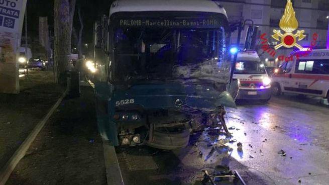 Incidente mortale nella notte su via Tiburtina a Tivoli, vicino Roma (Ansa)