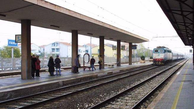 La stazione di Fano, dove ieri mattina intorno alle 4 è stato recuperato il corpo