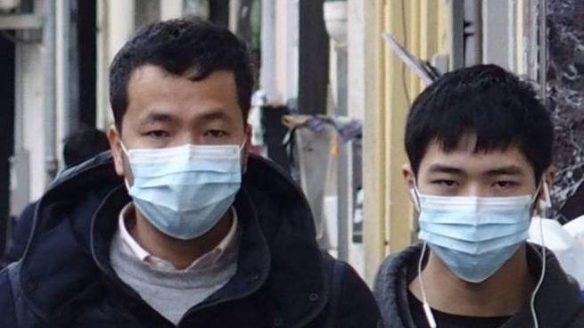 In strada con la mascherina a Chinatown, ma non ci sono casi sospetti in città
