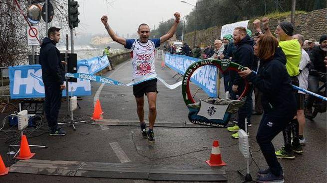 Filippo Bianchi taglia il traguardo (foto Regalami un sorriso onlus)