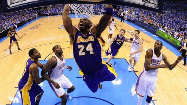 Kobe Bryant con la maglia dei Los Angeles Lakers (Ansa)