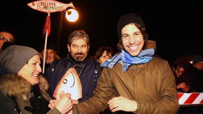 Mattia Santori a una manifestazione delle sardine (Ansa)