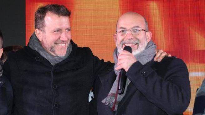 Vito Crimi con Simone Benini, candidato alle regionali dell'Emilia Romagna (Ansa)