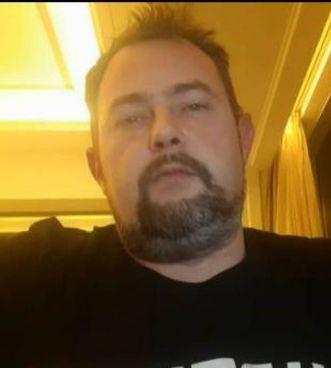 Michel Talignani, ieri in collegamento video dall'albergo di Wuhan dove si trova bloccato insieme ad altri quattro colleghi