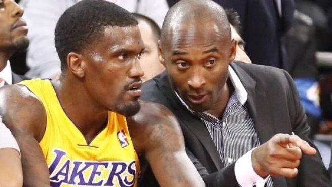 Darius Johnson-Odom con la maglia dei Lakers insieme a Kobe Bryant