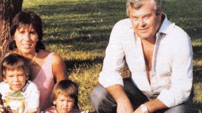 La contessa Alberica Filo della Torre, uccisa nel '91, coi figli e il marito Pietro Mattei