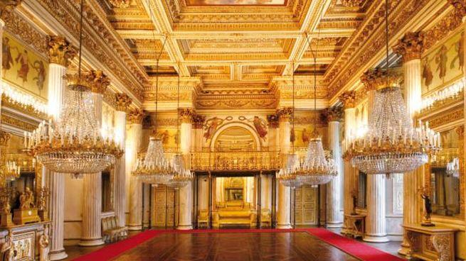 Il Salone da Ballo di Palazzo Reale che fu ristrutturato da Pelagio Palagi