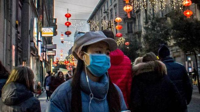 Le mascherine precauzionali sono spuntate anche nelle strade di Milano
