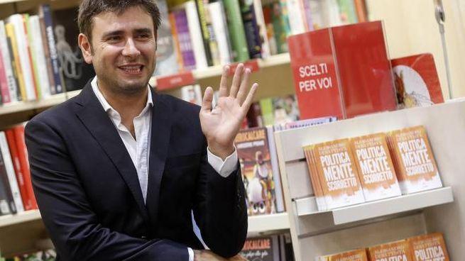 Alessandro Di Battista durante la presentazione del suo libro  (Ansa)
