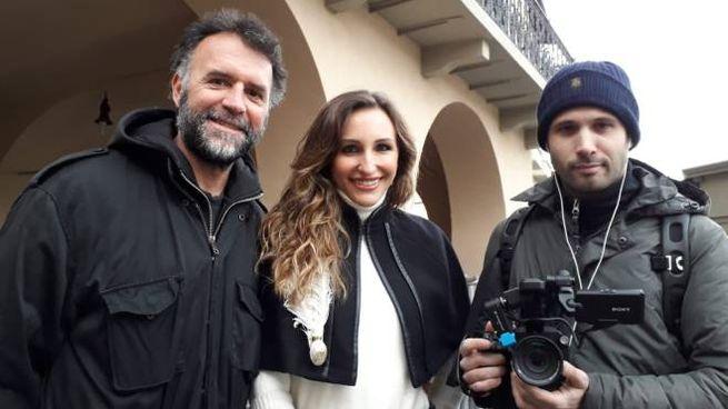 La troupe di Striscia a Prato con Chiara Squaglia  e (a sinistra) Marco Limberti
