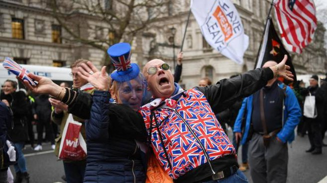 Festeggiamenti pro-Brexit a Londra (Ansa)