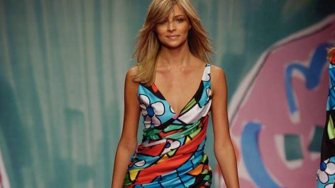 Cristina Chiabotto indossa un modello Coveri della collezione primavera/estate 2005