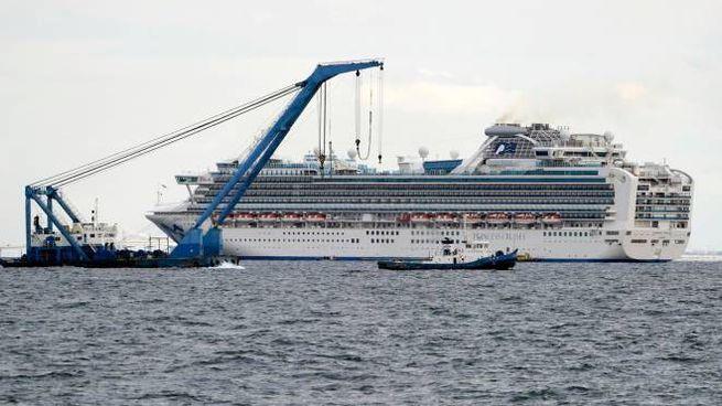 La nave Princess Diamond nella baia di Yokohama (Ansa)