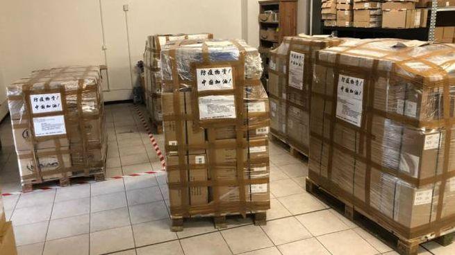 Il materiale sanitario pronto per essere spedito