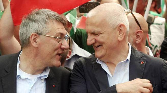 Vincenzo Colla (a destra) con il segretario della Cgil Maurizio Landini (Imagoeconomica)