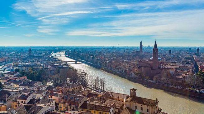 Meteo sabato 8 febbraio. Nella foto: sole su Verona