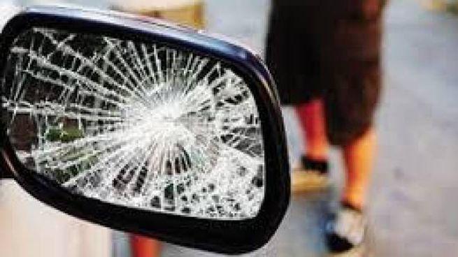 Anziano nei guai per le auto danneggiate (foto d'archivio)
