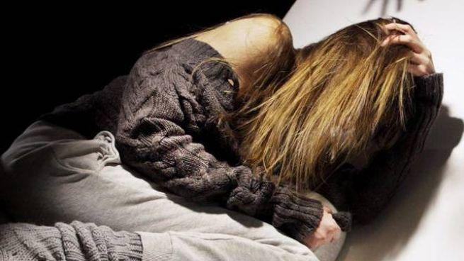 La ragazzina ha raccontato di essere stata violentata da un amico conosciuto online