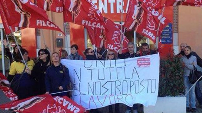 Una protesta dei lavoratori Mercatone Uno