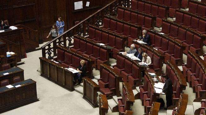 I banchi della Camera vuoti: questa legislatura è tra le meno produttive