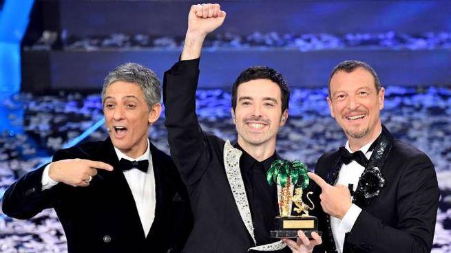 Sanremo 2020, il vincitore Diodato con Fiorello e Amadeus (Ansa)