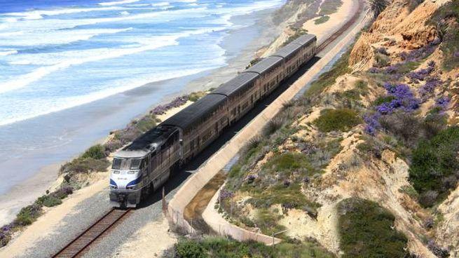 Un treno Amtrak sulla costa occidentale degli Stati Uniti - Foto: press Amtrak