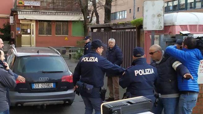 L'arrivo degli operai nella sede della Polfer di Piacenza dove sono stati interrogati