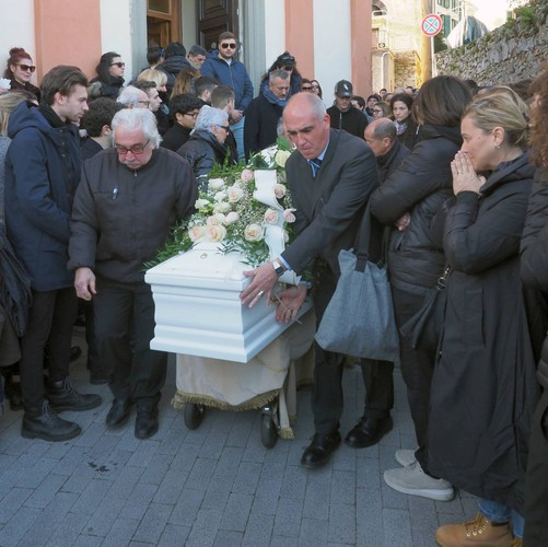 Albiano Magra accident: Giorgia's funeral, flowers and white balloons
