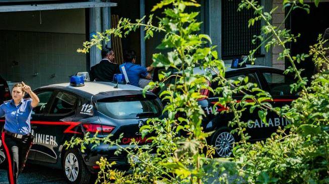 I rilievi dei carabinieri dopo l'omicidio dell'ex prof avvenuto lo scorso agosto