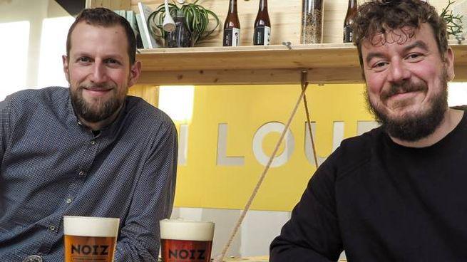 Birrificio Noiz con i gestori-proprietari, Michele Del Vecchio (a destra) e Marco Brussolo