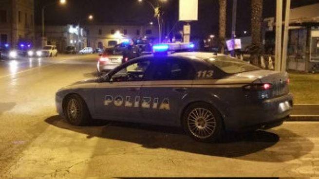 La polizia durante i controlli notturni