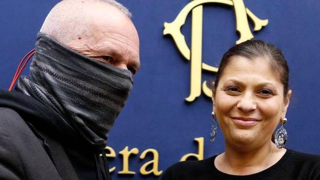La governatrice Jole Santelli con il 'capitano Ultimo' (Ansa)