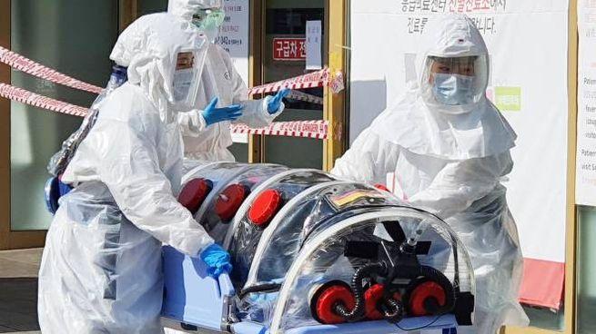Coronavirus, l'arrivo di un paziente sospetto in Corea (Ansa)