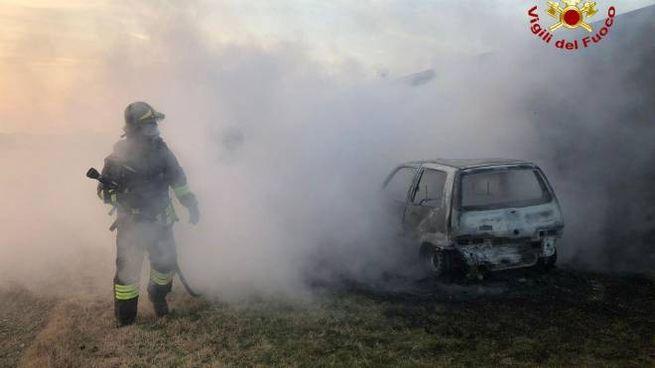 I pompieri hanno avuto ragione delle fiamme in pochi minuti