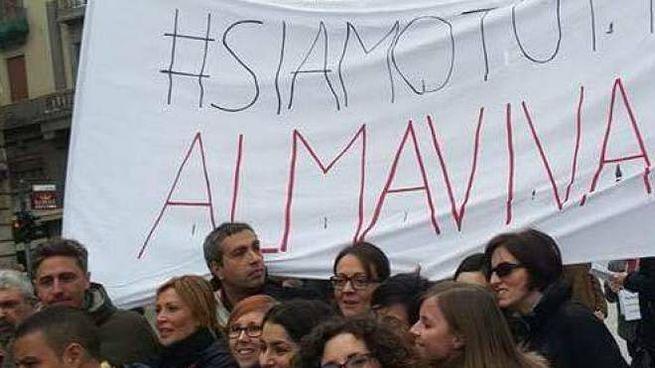 Una protesta dei lavoratori Almaviva contro esuberi e tagli