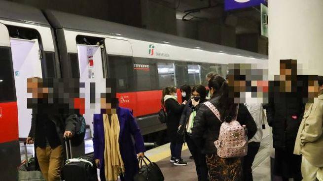 Treno fermo in stazione AV