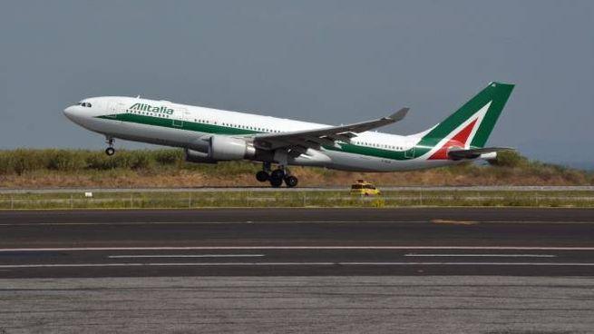Aero Alitalia, foto generica (Ansa)