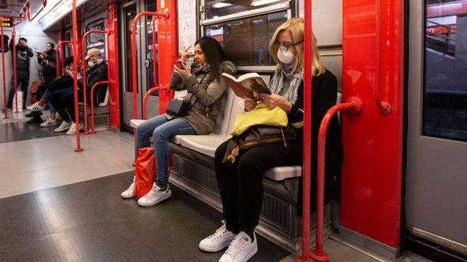 Coronavirus, metrò e treni pendolari semivuoti. Atm ...