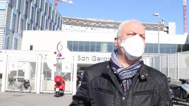 Una persona con la mascherina