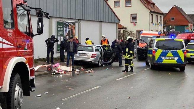 Germania, auto sulla sfilata di carnevale (Ansa)
