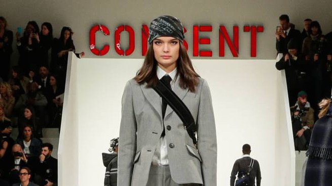Una modella in passerella per Dior