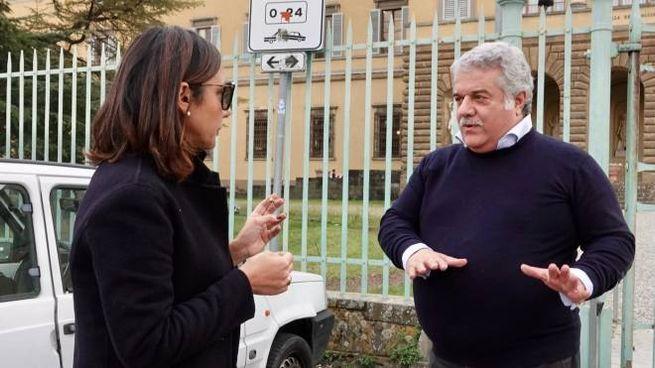 Giorgio Fiorenza con il genitore di uno studente dell'Educandato statale